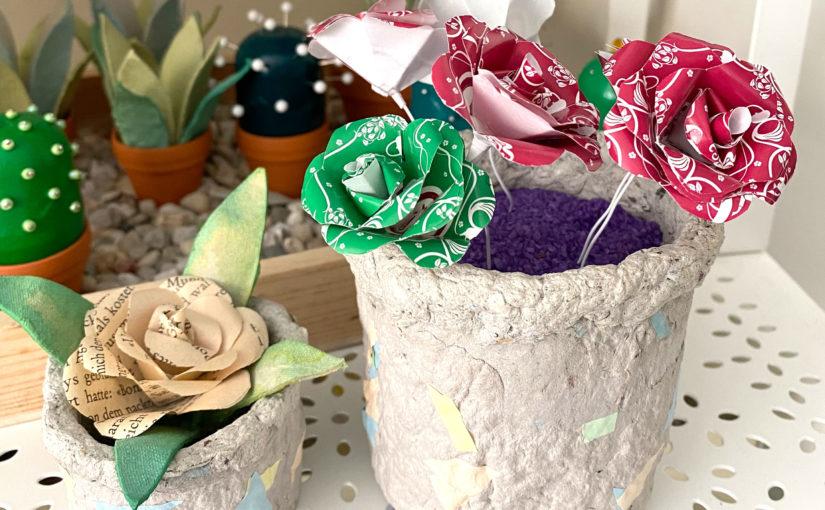 Blumen aus Teebeutel-Papier im Blumentopf aus Zeitungspapier
