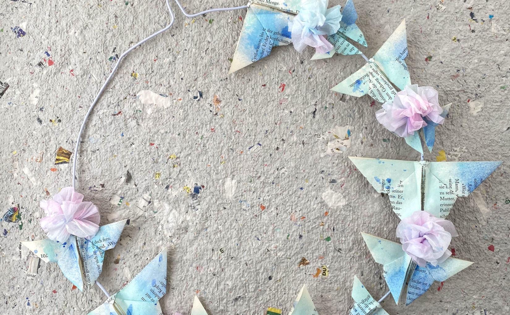 Frühlingskranz mit Origami-Schmetterlingen & Drahtbügel