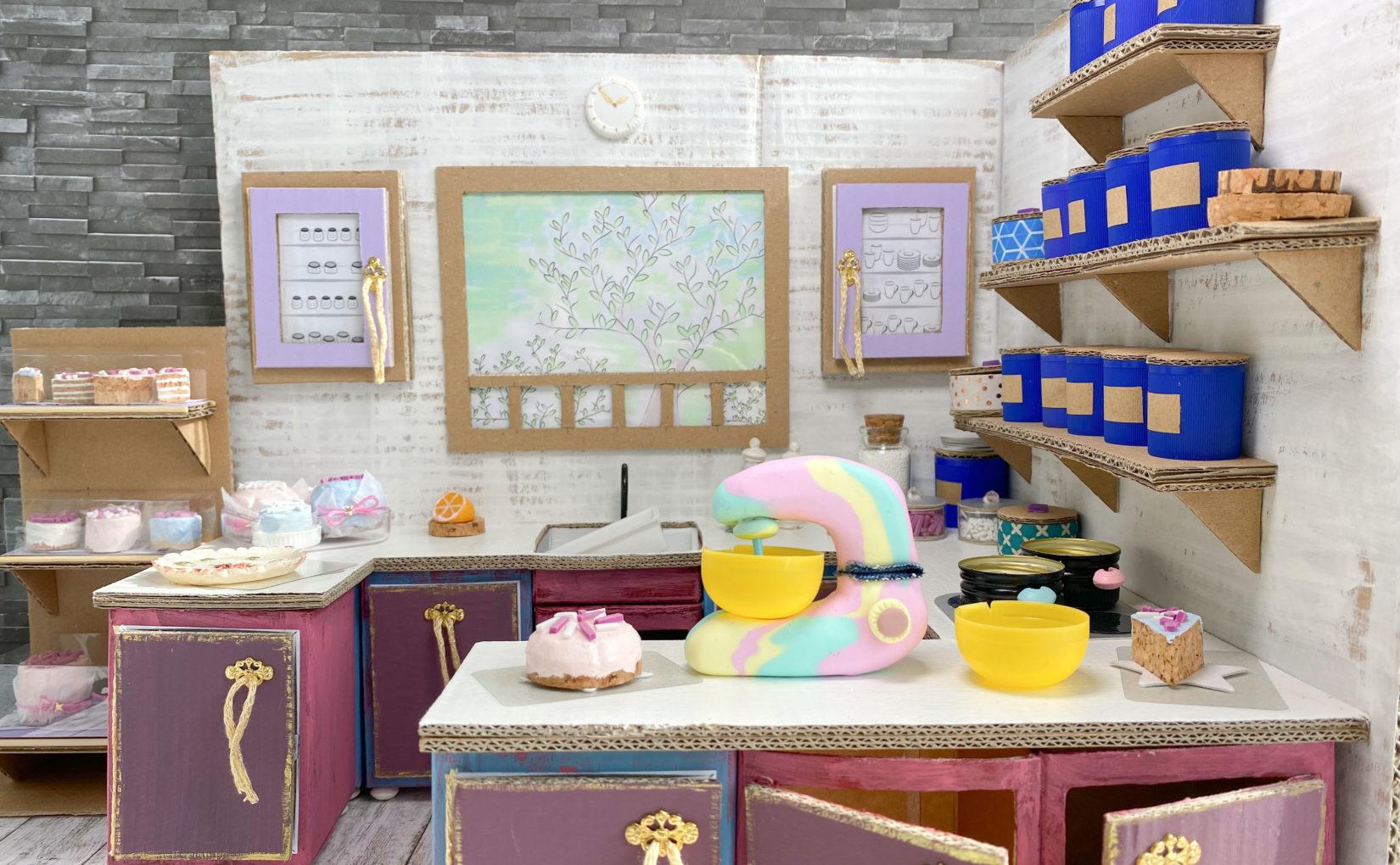 Miniatur-Küche für das Puppenhaus